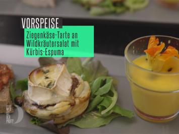 Rezept: Ziegenkästarte an Wildkräutersalat und Kürbisespuma