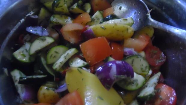 Hähnchenschenkel mediterran mit Ofen-Gemüse - Rezept - Bild Nr. 6875