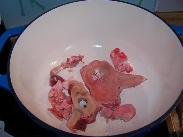 Rotwein Gulasch mit knusper Bauernbrot geknoblaucht - Rezept - Bild Nr. 6897