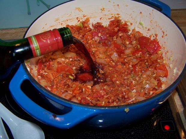 Rotwein Gulasch mit knusper Bauernbrot geknoblaucht - Rezept - Bild Nr. 6901