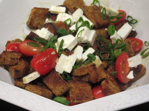 Salate: Warmer Brotsalat mit Tomaten, Schafskäse und Balsamicodressing - Rezept - Bild Nr. 6895