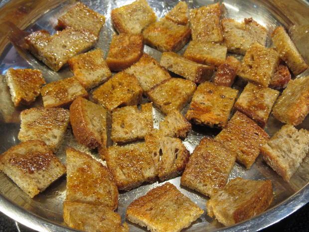 Salate: Warmer Brotsalat mit Tomaten, Schafskäse und Balsamicodressing - Rezept - Bild Nr. 6898