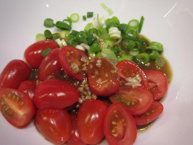 Salate: Warmer Brotsalat mit Tomaten, Schafskäse und Balsamicodressing - Rezept - Bild Nr. 6900