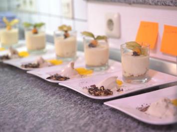 Rezept: Feines Orangen-Mousse auf Cantuccini, Tonkabohnen-Eis, Grand Marnier-Orangen