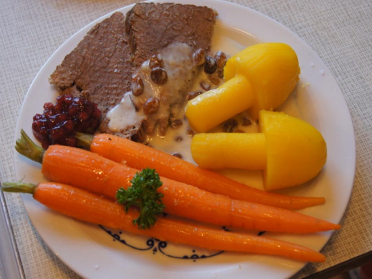 Tafelspitz mit Meerrettichsauce, Honigkarotten und Kartoffelpilzen - Rezept