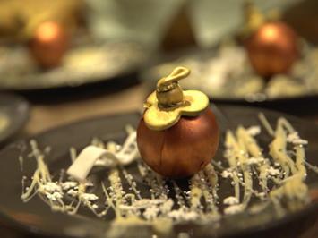 Weihnachtskugeldessert mit Marzipanmousse und Pflaumenmus - Rezept - Bild Nr. 2