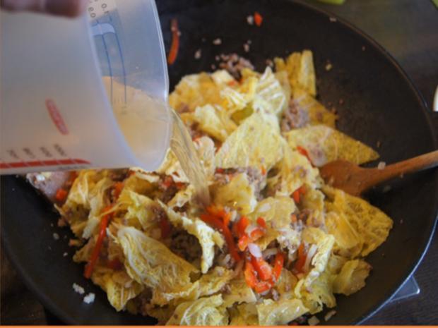 Hackfleisch mit Wirsing im Wok mit Kartoffeln - Rezept - Bild Nr. 15