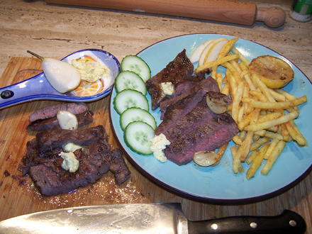 Hohe Rippen Steak mit Pommes u. Gewürzebutter - Rezept - Bild Nr. 6935