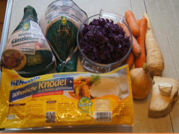 Gänsekeulen mit Gemüsesauce, Böhmischen Knödeln und Ananas-Mango-Rotkohl - Rezept - Bild Nr. 3