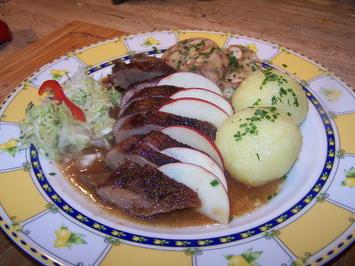 Gänsebrust mit Brezenknödelrolle , u. Kraut Salat - Rezept - Bild Nr. 6943