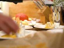 Käsekuchen mit Schlagsahne und karamellisierten Orangen und Zitronen - Rezept - Bild Nr. 2