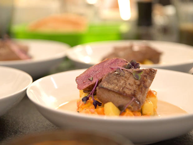 Rosa gebratener Rehrücken mit Kürbis- Kartoffel- Sugo an Wacholderschaum - Rezept - Bild Nr. 6985