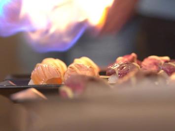 Surf and Turf Sushi (flambierte Nigiri mit Lachs und Rind) - Rezept - Bild Nr. 6985