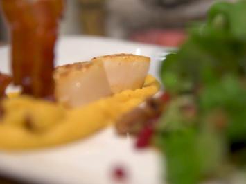 Feldsalat mit karamellisierten Maronen, Granatapfelkernen und Steckrübenpüree - Rezept - Bild Nr. 7025