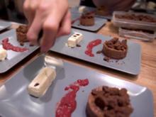 Schokoladenküchlein, Kürbiskerne, Pflaumenmousse und Vanilleparfait - Rezept - Bild Nr. 2