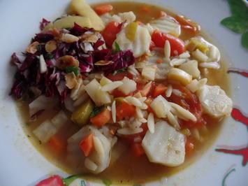 Rezept: Topinambur-Suppe mit Risoni-Nudeln und on Top mit Radicchio-Salsa