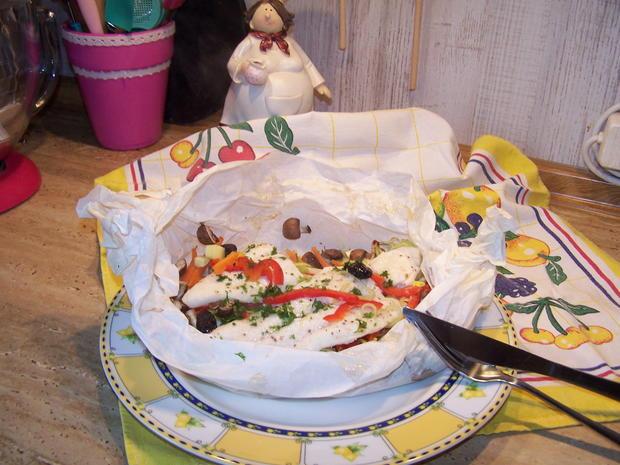 Fischfilet auf einem Gemüse -Bett als Bonbon verpackt - Rezept - Bild Nr. 7038