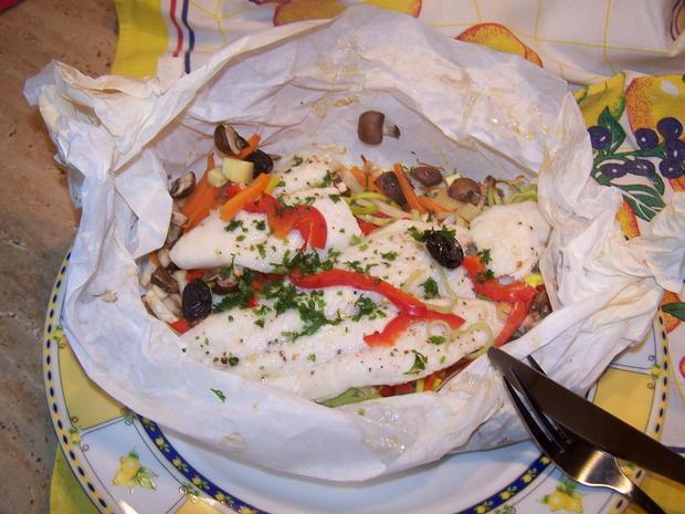 Fischfilet auf einem Gemüse -Bett als Bonbon verpackt - Rezept - Bild Nr. 7042