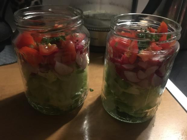 Salat im Glas: Gemischter Salat mit Radieschen - Rezept - Bild Nr. 2