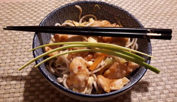 Chinesische Bratnudeln mit Ei, Huhn und Shrimps - Rezept - Bild Nr. 7060