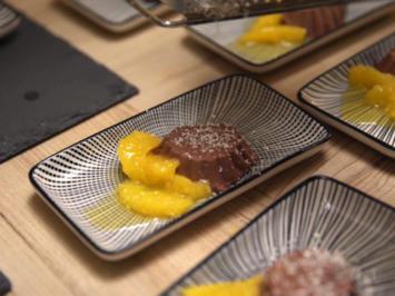 Schokoladen-Panna-Cotta auf Orangenspiegel, mit einem Tiramisu-Türmchen - Rezept - Bild Nr. 7095