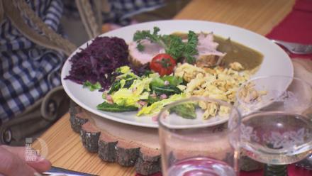 Frische Lendchen gefüllt mit Bratwurstbrät, dazu Petersilienspätzle und Gemüse - Rezept - Bild Nr. 3