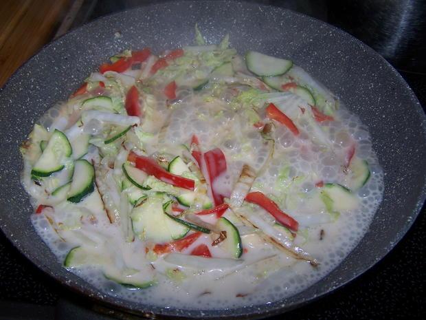 Räucherlachs Tatar mit Avocado und Gemüse Soße - Rezept - Bild Nr. 7167