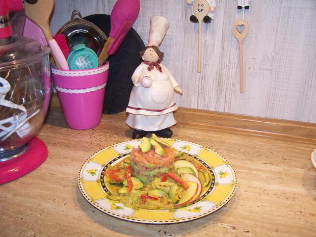 Räucherlachs Tatar mit Avocado und Gemüse Soße - Rezept - Bild Nr. 7170
