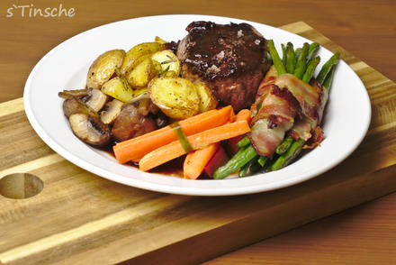 Rinderhüftsteak mit Speckbohnen; & Karottenpäckchen/ Champignons/ Rosmarinkartoffeln - Rezept - Bild Nr. 7203