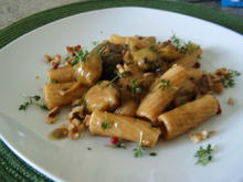Tortiglioni( kurze Nudeln) mit Rosenkohl in Gorgonzola-Soße - Rezept - Bild Nr. 7198