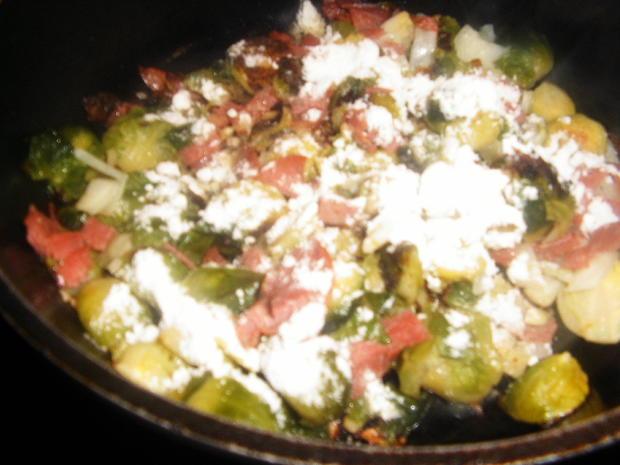 Tortiglioni( kurze Nudeln) mit Rosenkohl in Gorgonzola-Soße - Rezept - Bild Nr. 7201