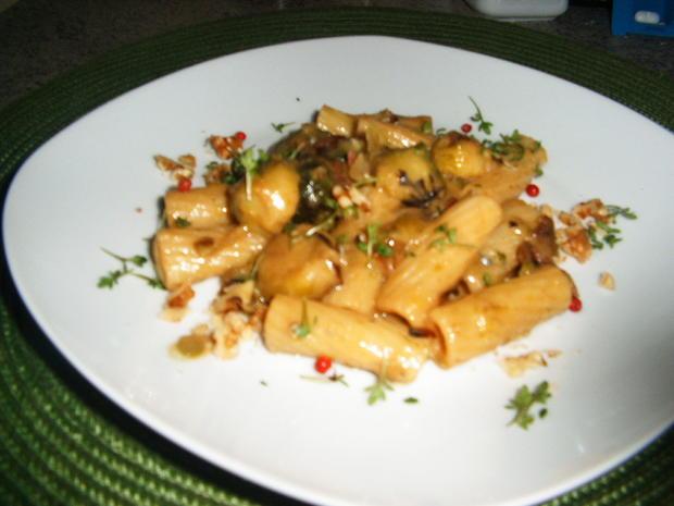 Tortiglioni( kurze Nudeln) mit Rosenkohl in Gorgonzola-Soße - Rezept - Bild Nr. 7203