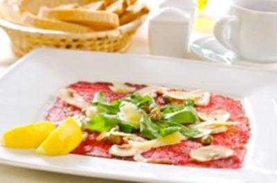 Carpaccio vom Rind mit Ruccola und Parmesan - Rezept