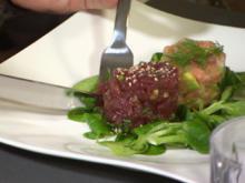 Thunfisch- und Lachstatar auf einem grünen Salatbett - Rezept - Bild Nr. 3