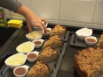 Rezept: Apfel-Birnen-Streuselkuchen Florentiner Art mit Karamellsoße und Boubon-Vanille-Eis
