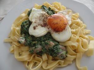 Nudeln mit Spinat-Pilzsauce  und Spiegelei... - Rezept - Bild Nr. 7566