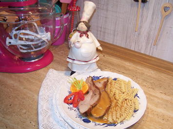 Rezept: Putenoberkeulenbraten mit Sahne -Soße und Nudeln