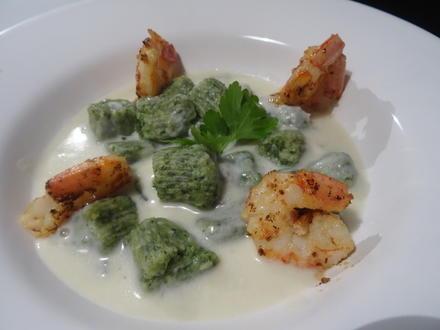 Ricotta-Spinat-Gnocchi mit Gorgonzola-Soße und Knoblauchgarnelen - Rezept - Bild Nr. 7600