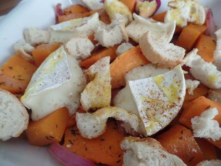 Überbackener Camembert auf Kürbisgemüse und Croutons - Rezept - Bild Nr. 7603