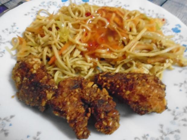 Chinesische Bratnudeln mit Knusper-Schnitzelchen und Chinakohl Salat - Rezept - Bild Nr. 2
