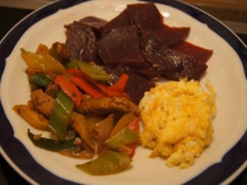 Rezept: Rührei mit Rote Bete und Gemüse-Schweinefilet-Wok