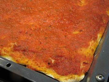 "Pikantes Backen: Pizzateig, der 364igste  - ""A la Napoli"" - Rezept - Bild Nr. 7617"