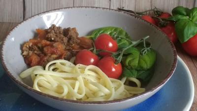 Rezept: Bavette/Spaghetti mit Hackfleischsauce  - Spinat