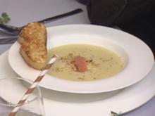 Kartoffel-Mandel-Schaumsuppe mit Lachseinlage und Ciabatta-Crostini - Rezept - Bild Nr. 2