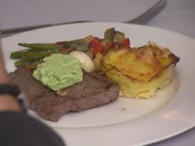Rindersteak mit Kartoffelgratin auf Ratatouille und Speck-Bohnen - Rezept - Bild Nr. 7688