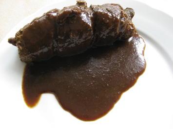 Rinderroulade mit Aprikosen-Zwiebel-Speck-Füllung - Rezept - Bild Nr. 2