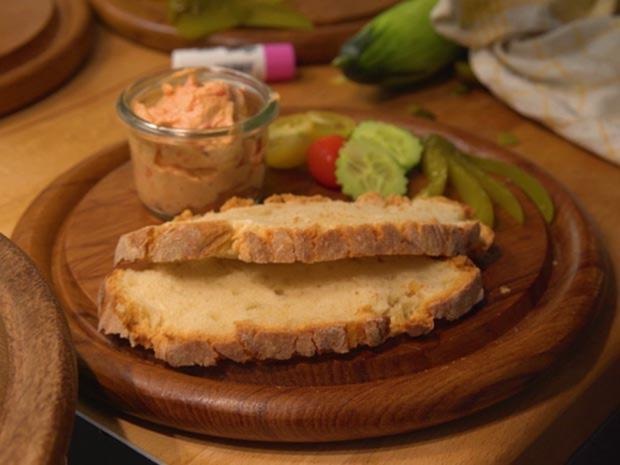 Grieben Chutney und Paprika Creme auf selbst gebackenen Tessiner Landbrot - Rezept - Bild Nr. 7711