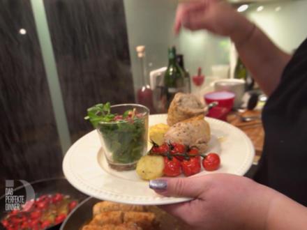 Cremig gefüllte Poulardenrolle an sahniger, provenzialischer Noilly-Prat-Sauce - Rezept - Bild Nr. 3