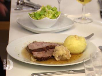 Rezept: Schweinebraten mit Ebbianklees und Möhlkniedla, dazou an Solod
