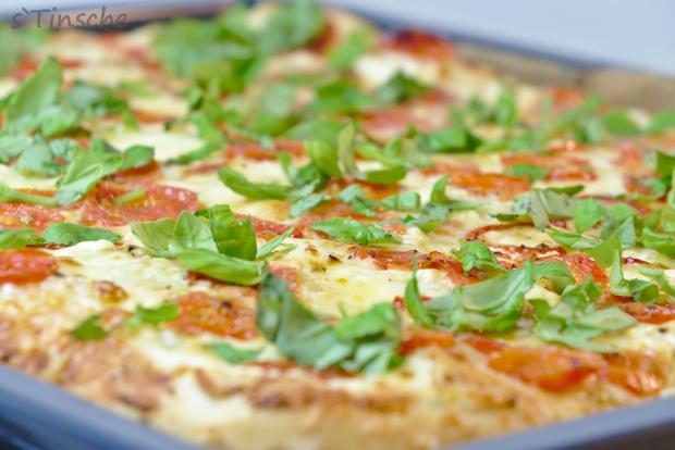 Dinkel-Tomaten-Drei-Käse-Pizza - Rezept - Bild Nr. 7762